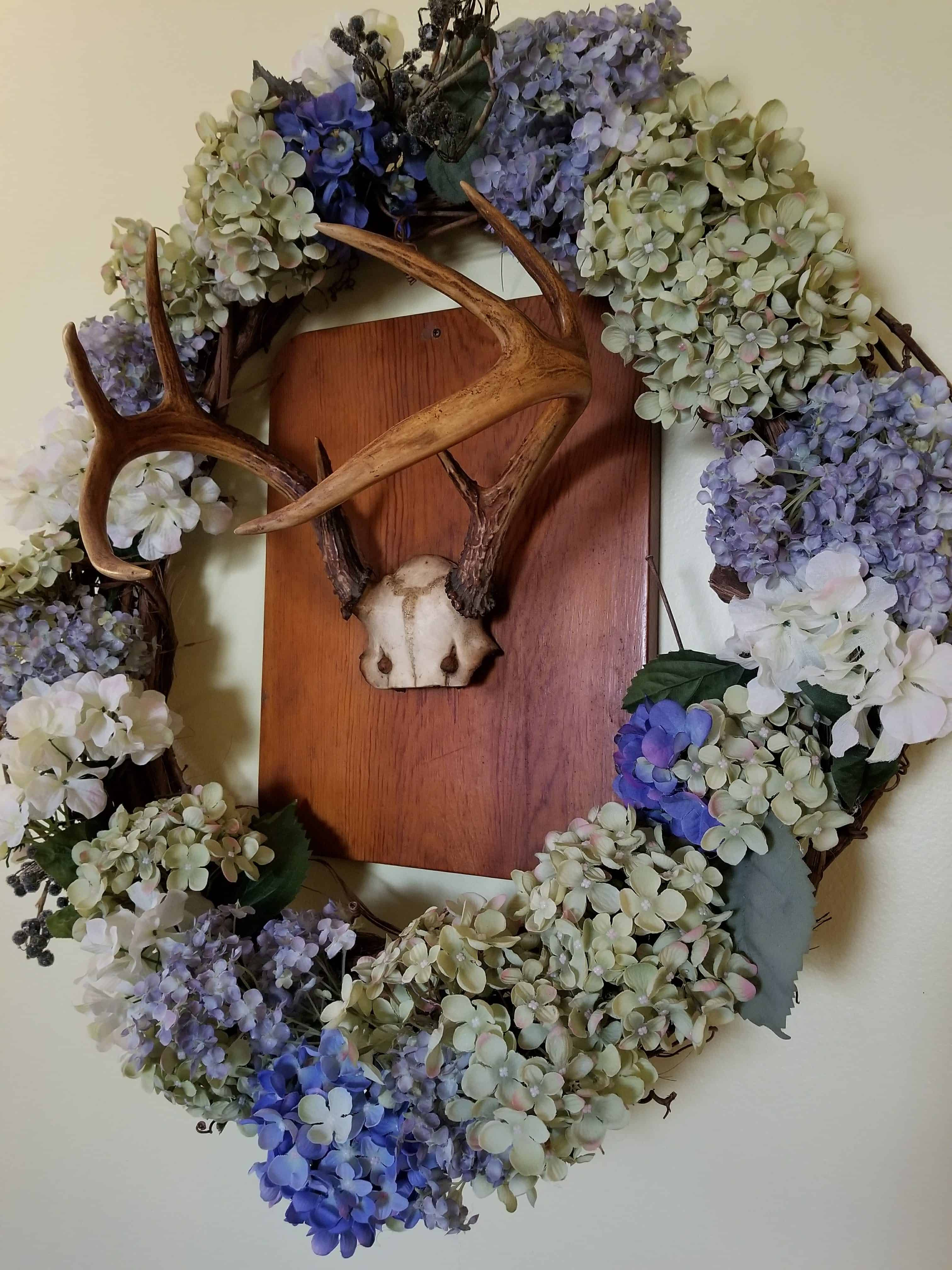 Deer Antlers, Decorating with Deer Antlers, Hydrangea wreath with deer antlers